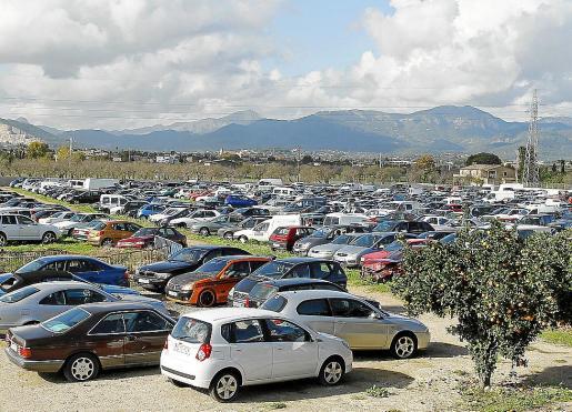 El depósito de Son Toells está lleno y no caben más coches.