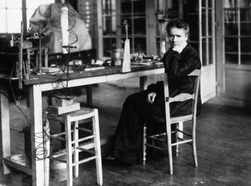 Esta científica polaca de nacimiento y francesa de adopción revolucionó la esfera del conocimiento a principios del siglo XX y constituye todo un ejemplo para las generaciones venideras.
