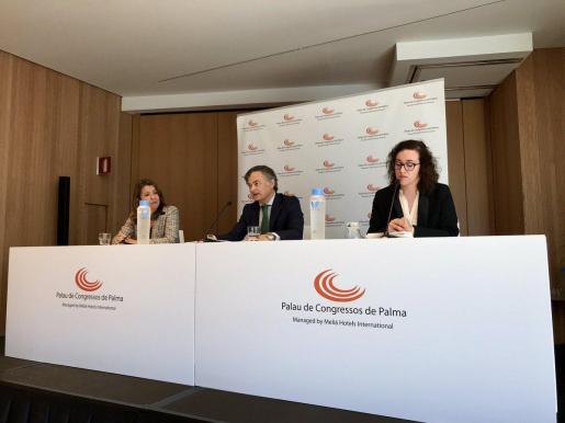 El director general del Palau de Congressos, Ramón Vidal, y la presidenta del Palau de Congressos, Joana María Adrover, en la presentación del balance de 2018.