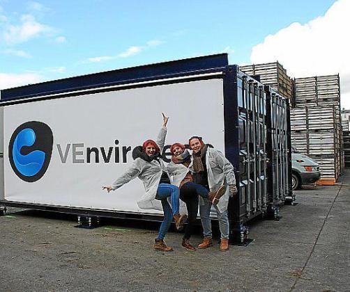 El equipo VEnvirotech, instalando su primera planta en Lleida.
