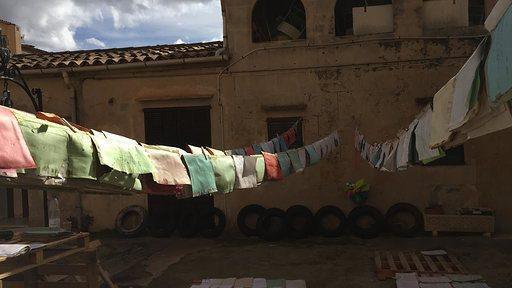 Un grupo de restauradores ha logrado recuperar los documentos del archivo de paz de Sant Llorenç dañados durante las inundaciones del 9 de octubre.