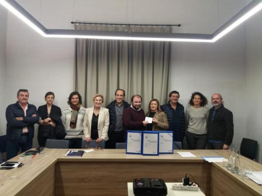 La consellera Garrido y el alcalde de Selva, Antoni Daniel, junto a otras autoridades del Ajuntament y del Consell de Mallorca.