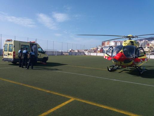 Personal del helicóptero medicalizado del SUC ha trasladado en estado crítico al hospital a la menor de tres años.