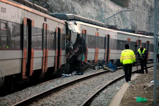 Personal de la seguridad privada de Renfe en el lugar del accidente ferroviario.