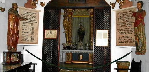 Imagen de la capilla privada con la que cuenta la celda prioral de la Cartoixa de Valldemossa.