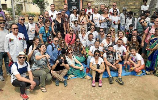 Foto de familia de los representantes de las empresas de las Islas que han viajado a la India.