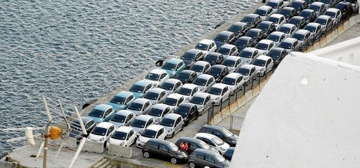 Una flota de coches de alquiler desembarca en Balears para la temporada de verano. La ley obliga a que se vayan sustituyendo por vehículos eléctricos.