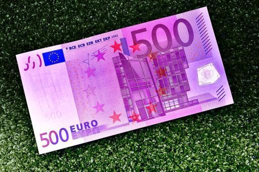 El billete de 500 euros estaba tirado en el suelo de un bar.