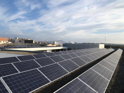 Deberán instalarse placas solares en los edificios de más de 1.000 m2 que se construyan tras la publicación de la ley.