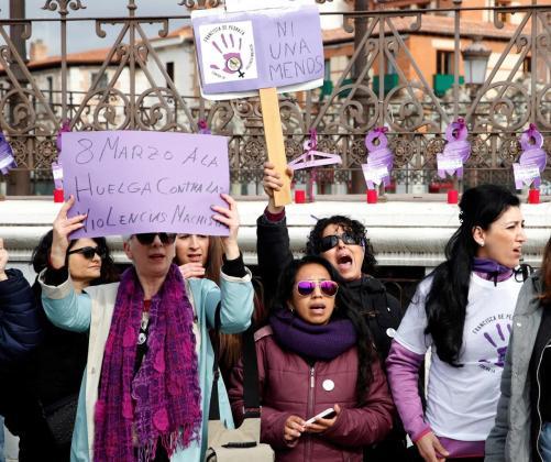 Manifestación llevada a cabo en Alcalá de Henares en repulsa por la muerte de una joven, de 22 años cuyos restos fueron encontrados en un arcón frigorífico en la habitación que compartía con su pareja en Alcaláde Henares.