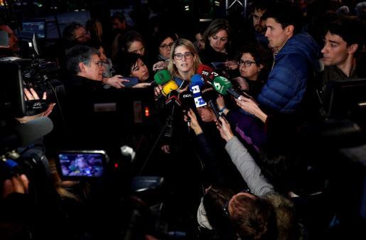 La consellera de Presidencia y portavoz de la Generalitat, Elsa Artadi, atiende a los medios de comunicación durante la concentración contra el juicio del 'procés' en el Tribunal Supremo.