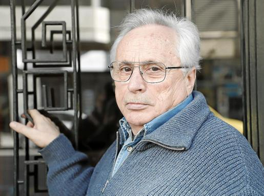 El autor Guillem Frontera, posando para esta entrevista en Ciutat.
