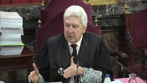 """Imagen tomada de la señal institucional del Tribunal Supremo del fiscal Fidel Cadena durante la segunda jornada del juicio del """"procés""""."""