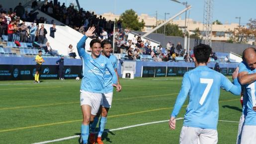 Ángel Rodado celebra un gol con la camiseta de la UD Ibiza