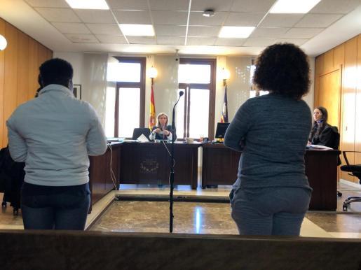 La droga intervenida a las dos mujeres fue valorada en 4.336 euros.