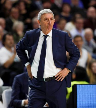 El entrenador serbio del Barcelona Lassa, Svetislav Pesic, durante el partido de la Euroliga de baloncesto ante el Real Madrid.