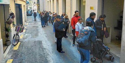 Cola este miércoles por la mañana en la puerta de la Gerencia Territorial de Justicia de Balears.