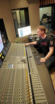 Palma Music Studios, liderado por Fredrik Thomander, tiene un equipo de tecnología musical importado de locales de Reino Unido, Alemania y Suecia.