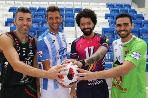 Los jugadores Carles Bivià (Iberojet Palma), Guillem Vallori (Atlético Baleares), Ricardo Perini (Urbia Palma) y Tomaz Braga (Palma Futsal).
