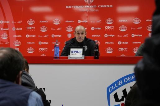 Alberto Monteagudo, técnico del CD Lugo, en una rueda de prensa.