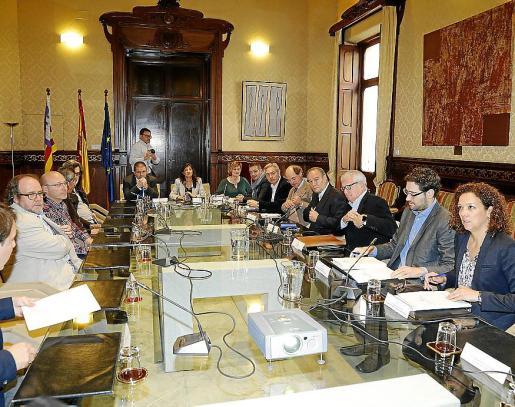 Una de las reuniones del Govern con agentes sociales para la aprobación del Régimen Especial de Baleares.