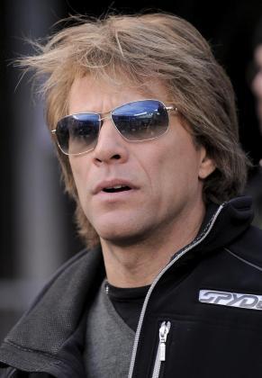 El cantante estadounidense Jon Bon Jovi, fotografiado a su llegada al estadio en el que juegan los Cowboys de Dallas y los Gigantes de Nueva York.