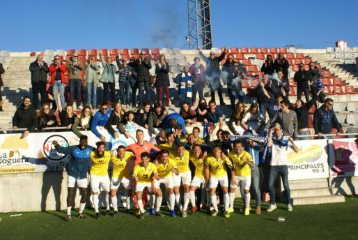 Los jugadores del Atlético Baleares celebran la victoria conseguida este sábado en La Fuensanta, el campo del Conquense.
