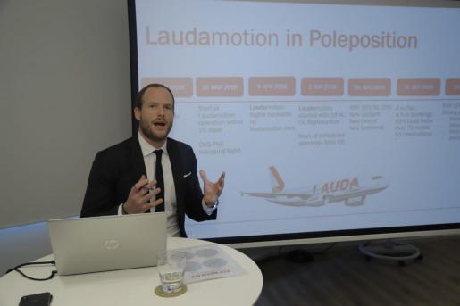 El director ejecutivo de la empresa, Andreas Gruber, durante la rueda de prensa.