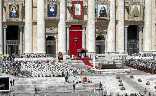 La plaza de San Pedro del Vaticano, durante la canonización de varias monjas palestinas por parte de Francisco.