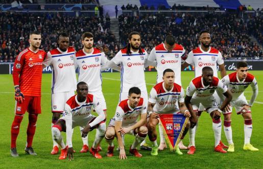 Los jugadores del Lyon antes del encuentro contra el Barcelona.