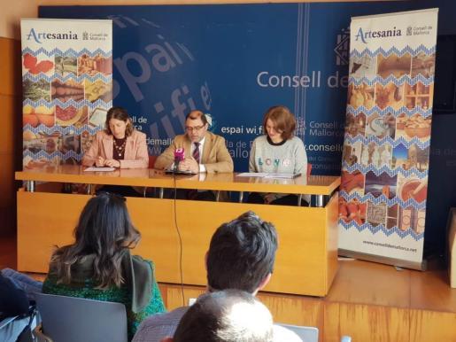 El documento ha sido presentado por el conseller insular de Hacienda y Economía, Cosme Bonet, la directora insular de Turismo, Paula Ginard, y la Directora General de Comercio y Empresa del Govern, Pilar Sansó.