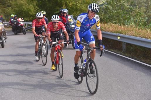 Enric Mas (Quick Step) tira del colombiano Pantano y Alberto Contador en la Vuelta a España de 2017.