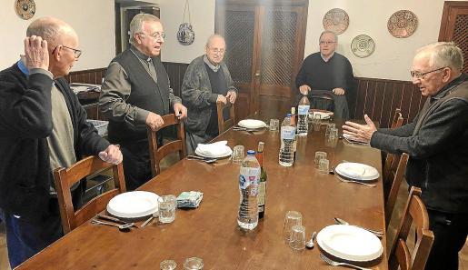 El obispo se trasladó a Lluc el jueves para comer con los misioneros, muy afectados por la noticia de su marcha.