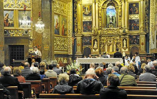 La asistencia de feligreses a la misa fue muy similar a la de cualquier otro domingo.