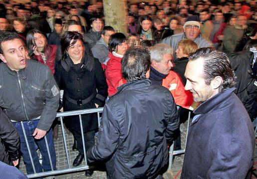 Durante la fiesta del lunes se vivieron momentos de tensión entre el público y los políticos.