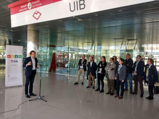 La presidenta del Govern balear, Francina Armengol, el conseller del Territorio, Energía y Movilidad, Marc Pons, y el rector de la UIB, Llorenç Huguet, han asistido este lunes en la UIB a la presentación del proyecto de construcción de la línea de metro M-1 Palma-UIB-Parc Bit.