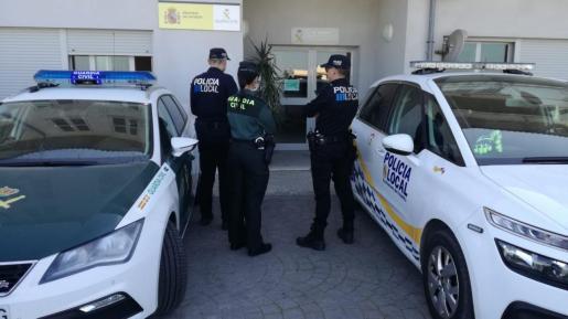Así, tras diversas indagaciones, guardias civiles y agentes de la Policía Local consiguieron identificar a los autores de los robos y detenerlos.