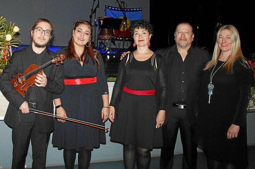 Toni Paredes, Camila Durán, Andrea Cavallaro, Mauricio Durán y Fanny Villalonga.
