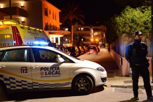 Policía Local y servicios de emergencias en el lugar del incidente.