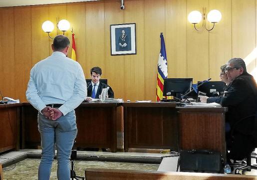 El acusado, en el Juzgado de lo Penal número 3 de Palma, antes de negarse a declarar.