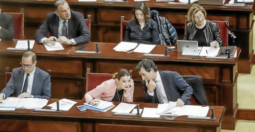 La ausencia del diputado Antoni Camps, que el lunes anunció que se pasaba a Vox, marcó parte del pleno.