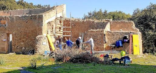 El personal de la brigada de Patrimoni realiza las obras.