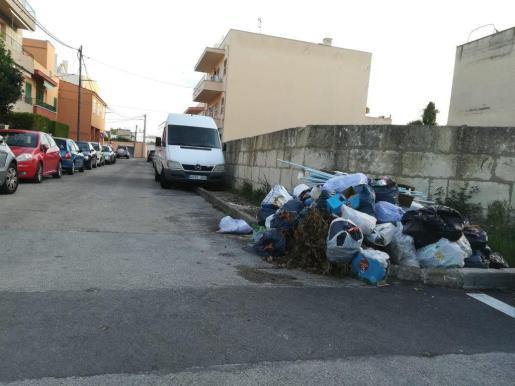 Imagen de bolsas de basura acumuladas en las calles de Palma.