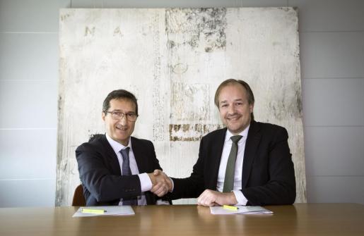El presidente de Fundación Sa Nostra, Jaime Canudas, y el director corporativo de la Territorial de Bankia en Baleares, Antoni Serra.
