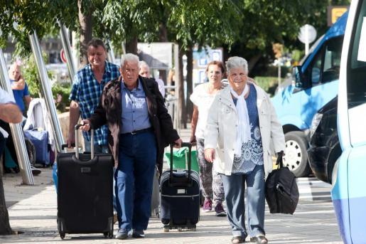 Imagen de turistas del Imserso en Ibiza.