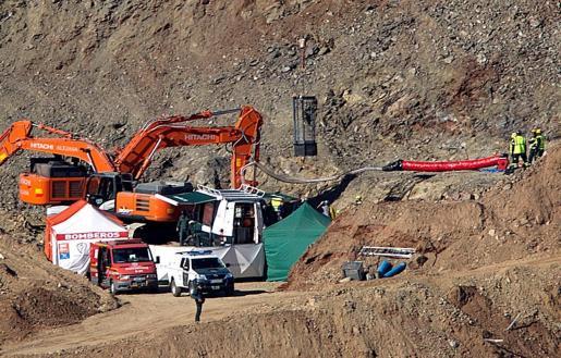 Vista de los trabajos de rescate de Julen que cayó en un pozo en una finca en Totalán.