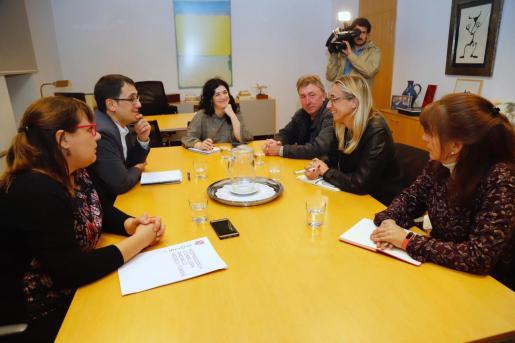 El Govern citó este miércoles a los representantes de hostelería, entre ellos Maria Frontera (FEHM), y sindicatos. La vicepresidenta Busquets y el conseller Iago Negueruela dieron cuenta de la reunión mantenida por Negueruela con la secretaria de Estado de Empleo, Yolanda Valdeolivas.