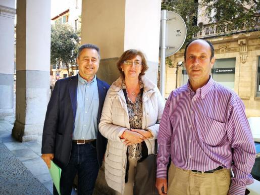 Joan Feliu, Esperanza Català y Tomeu Bonafé este jueves.