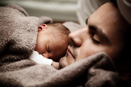 El Consejo de Ministros ha aprobado este viernes un decreto ley que amplía de forma progresiva el permiso de paternidad.