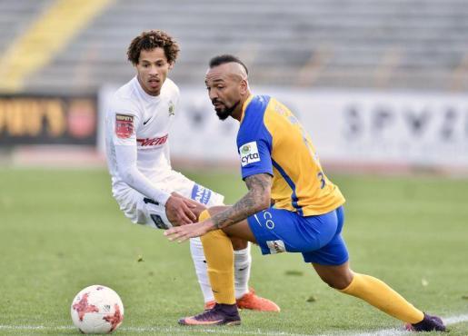 Emilio Nsue en una imagen captada durante un partido con el Apoel.